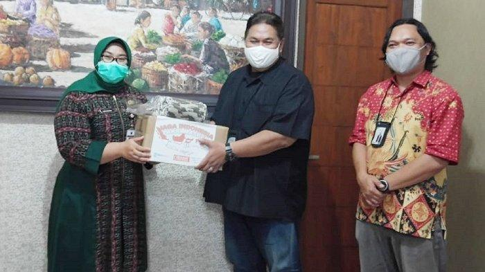 Tribunnews & Cardinal Salurkan 3.000 Masker ke Sragen, Bupati Yuni : Bisa Kita Bagikan ke Sekolah