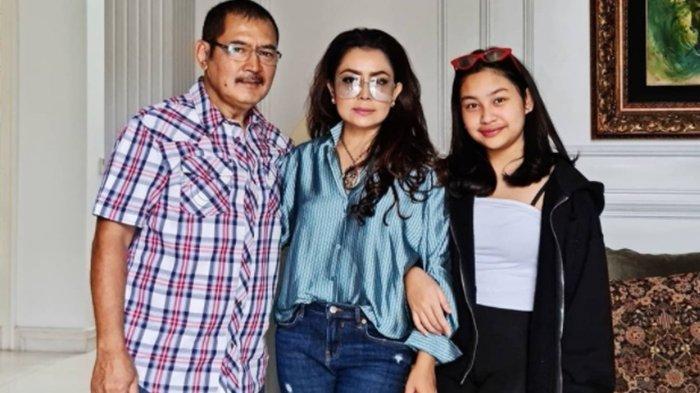 Mayangsari menangis ketika putrinya disebut bukan anak Bambang