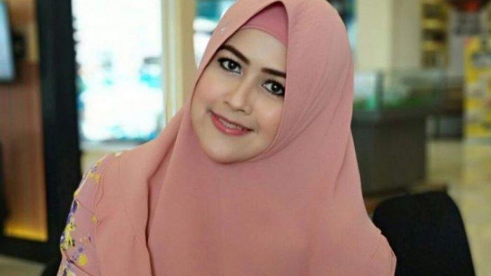 Artis sinetron yang juga istri muda komedian Kiwil, Meggy Wulandari, setelah mengisi sebuah acara di Mal Bassura, Jakarta Timur, Jumat (18/5/2018) sore.