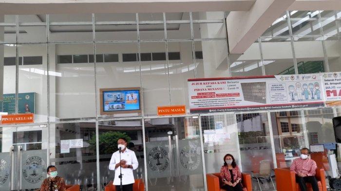 Menpora RI Zainudin Amali saat konfrensi pers di Rumah Sakit Ortopedi Dr. Soeharso Solo, Jumat (18/12/2020)