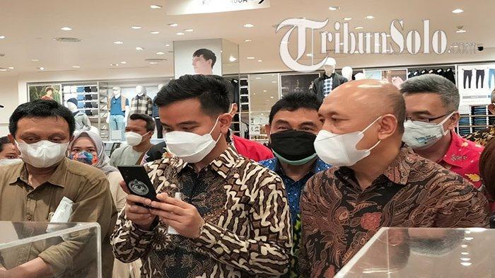 Habis ke Kawasan Pabrik Jokowi, Teten ke Mall Andalan Presiden saat Momong Jan Ethes, Ada Apa?