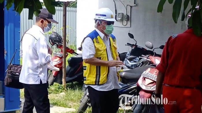 Naik Toyota Alphard Mewah Saat di Solo, Menteri Basuki Tak Canggung Pipis di Toilet Proyek
