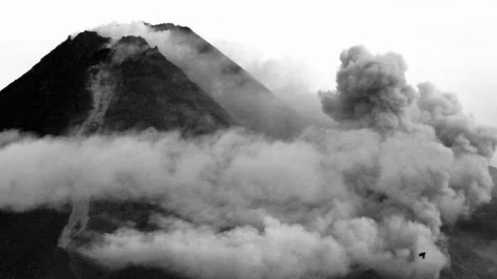 Gunung Merapi mengalami erupsi besar pada Rabu (27/1/2021). Mengeluarkan guguran dan letusan awan panas.