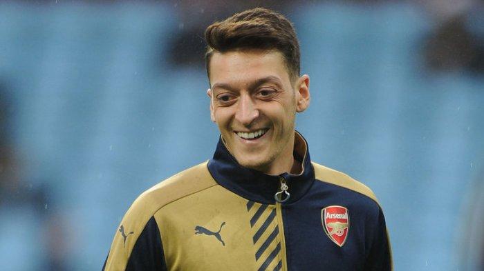 Bek Tangguh Arsenal Segera Hengkang, Muncul Pewaris Nomor 10 Mesut Ozil