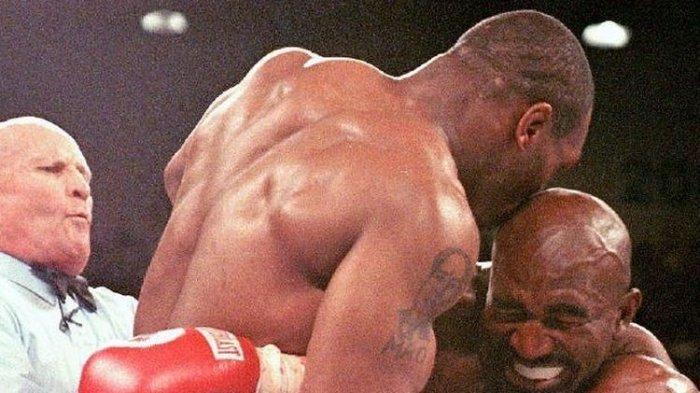 23 Tahun Berlalu, Mike Tyson Ungkap Alasannya Gigit Telinga Evander Holyfield