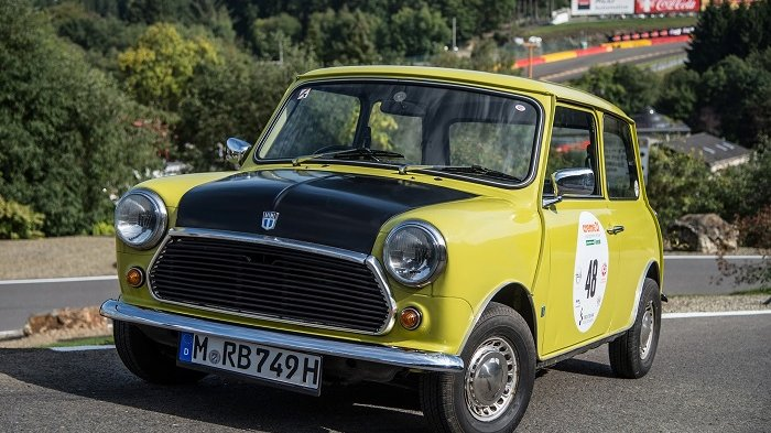 Penggemar Berat Mr Bean? Kamu Wajib Punya Koleksi Mobil Mini Cooper Klasik Ini