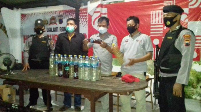 Nekat Jual Miras Oplosan, Warga Jebres Digelandang Polisi, Puluhan Botol Ciu Diamankan