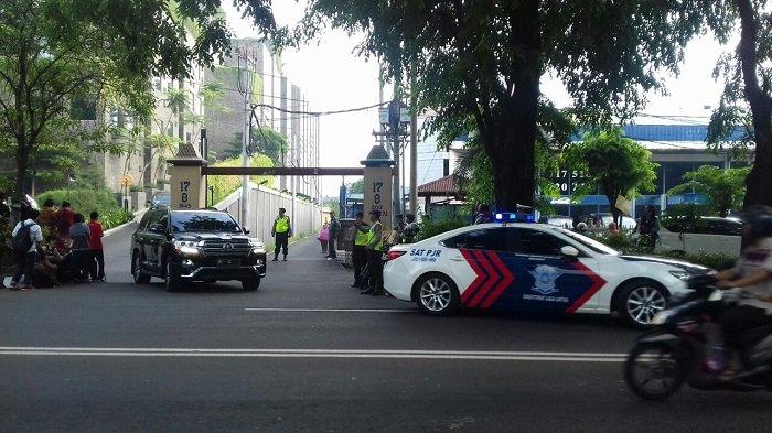 Tamu-tamu VVIP Tinggalkan Hotel Alila Menuju Tempat Ijab Kahiyang-Bobby