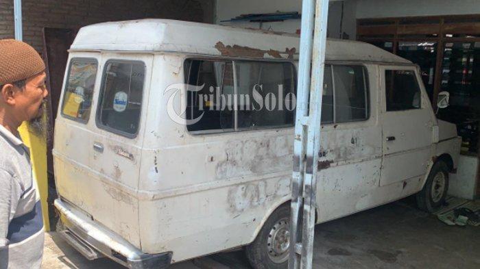 Mobil jenazah yang dibeli Lilik, warga Makamhaji Kartasura Sukoharjo.