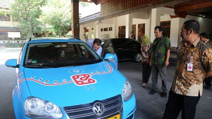Lintasi 3 Benua, Pria Belanda ini Ingin Buktikan Mobil Listrik adalah Mobil Masa Depan
