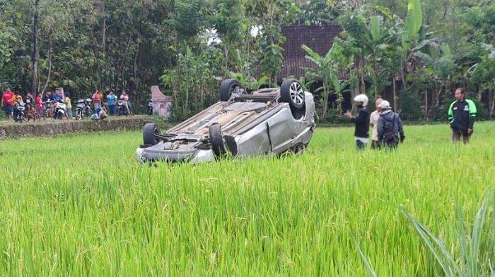 Terburu-buru Berakhir Pilu, Pengendara Xpander di Boyolali Nyemplung Sawah, Mobilnya Sampai Terbalik