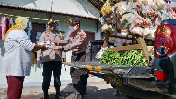 Bantu Warga Terdampak Corona, Polsek Kartasura Sulap Mobil Patroli Jadi Mobil Angkut Sayur