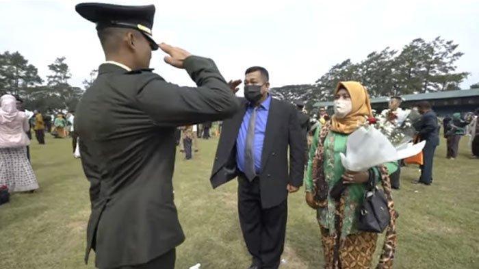 Momen Haru di Akmil, Anggota TNI Harus Hormat ke Anaknya Sendiri, yang Kini Berpangkat Lebih Tinggi