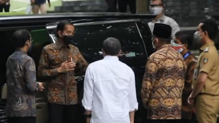 Momen Pertama Kali Gibran Dampingi Jokowi saat Kunker, Presiden Pun Evaluasi Kinerja Wali Kota Solo