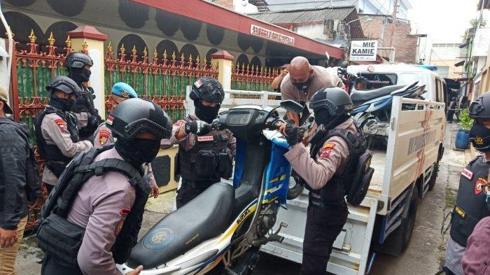 Motor lawas dan langka yang diamankan Polresta Solo dari rumah di Kecamatan Laweyan untuk ditelusuri asal muasalnya, Rabu (24/2/2021).