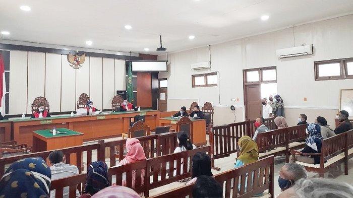 Suasana sidang pembacaan putusan dakwaan terhadap bos semut rangrang CV MSB Sugiyono di PN Sragen, Selasa (27/4/2021).