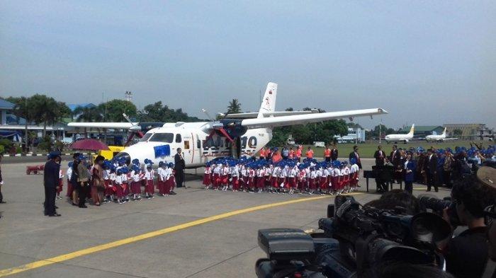 Jokowi Beri Nama 'Laksda Nurtanio Pringgoadisuryo' untuk Pesawat N219