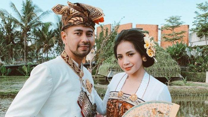 Raffi Ahmad dan Nagita Slavina Pakai Baju Adat Bali, Sanggul Nagita yang Berantakan jadi Sorotan