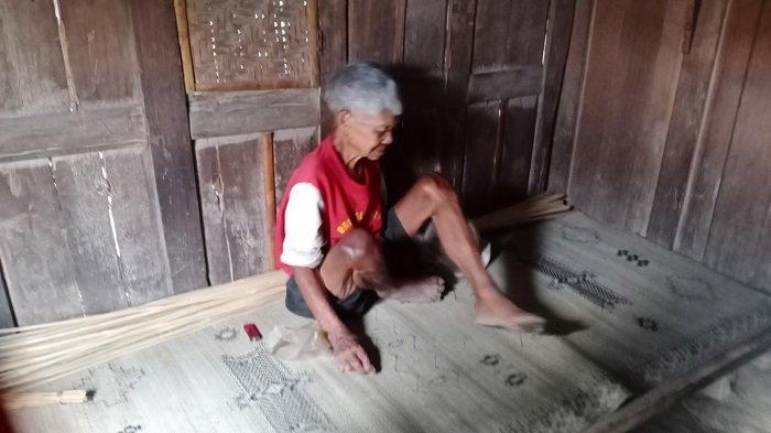 Kisah Mbah Narto yang Kekeuh Tak Mau Mengungsi saat Merapi Siaga:Nek Gununge pun Mulai, Kulo Mlayu