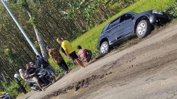 Nasib Warga Sambirejo Sragen, Hindari Jalan Rusak Mobilnya Terperosok ke Sawah, Untung Nyawa Selamat