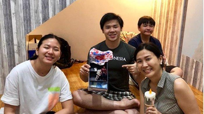 Nicholas Sean Putra Sulung Ahok Ulang Tahun ke-21, Bagikan Potret Bersama Sang Ibu dan Adik