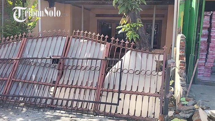 Rumah dan Toko di Delanggu Klaten Ditabrak Truk: Pagar Remuk, Tiang Nyaris Ambruk