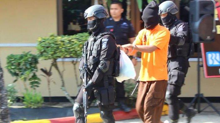 Tiga Terduga Teroris di Temanggung Ditangkap, Densus 88 Sita Ponsel hingga Buku Keagamaan