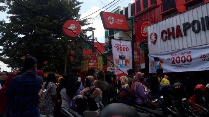 Pelanggan Minuman Kekinian Rp 2000 di Kartasura Membludak, Manajemen Terapkan Protokol Kesehatan