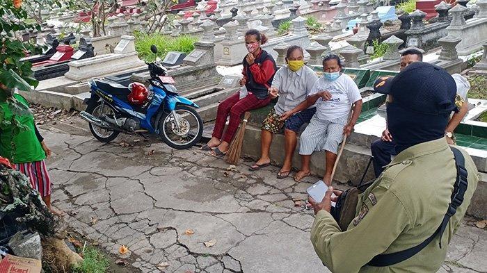 Pembersih Makam di TPU Bonoloyo Bikin Risih, Kerap Minta Uang Paksa, Peziarah Lapor Dinas