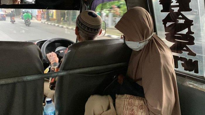 Viral Kisah Nenek Setia Dampingi Kakek Narik Angkot : Bapak Itu Sangat Baik Sama Ibu