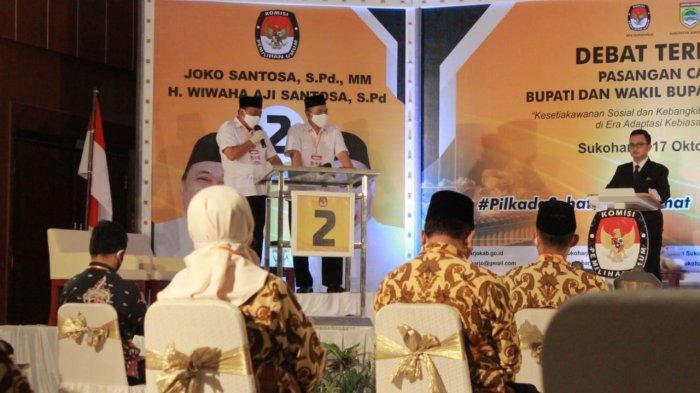 Paslon nomor urut 01, Joswi saat debat publik perdana di Hotel Tosan Solo Baru, Sabtu (17/10/2020).