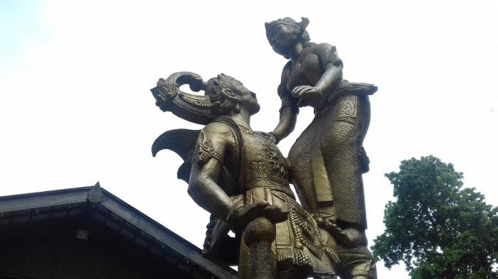 Pose Patung Gatotkaca-Pregiwa Depan Pendopo Sriwedari Ternyata Belum Sempurna