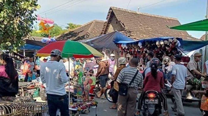 Pedagang Pasar Gawok, di Desa Geneng, Kecamatan Gatak, Kabupaten Sukoharjo yang kembali berjualan, Rabu (27/5/2020).