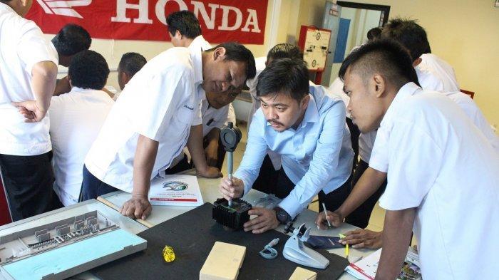 Tingkatkan Mutu Pendidikan Vokasi Industri, Astra Motor Jateng Beri Program Kompetensi 62 Guru SMK