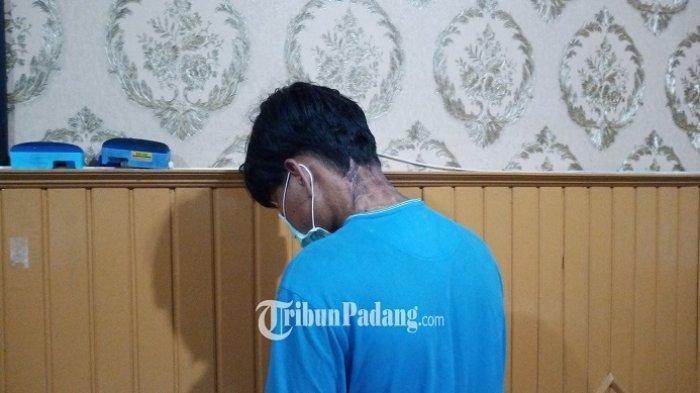 Pelaku pencurian saat diamankan di Polresta Padang, Senin (7/6/2021).