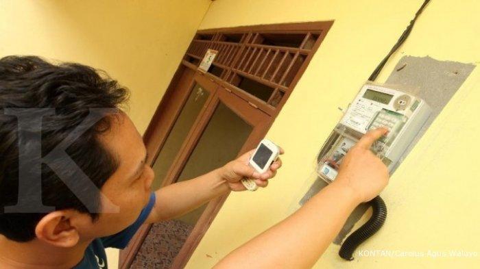 Ilustrasi : pelanggan listrik dengan meteran prabayar alias sistem token.