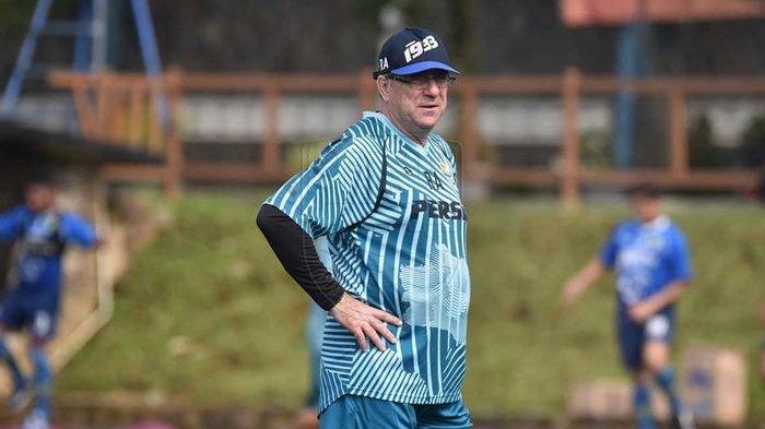 Pelatih Persib Bandung Pertanyakan Mengapa Liga 1 Tidak Bisa Dijalankan dengan Prokes Ketat?