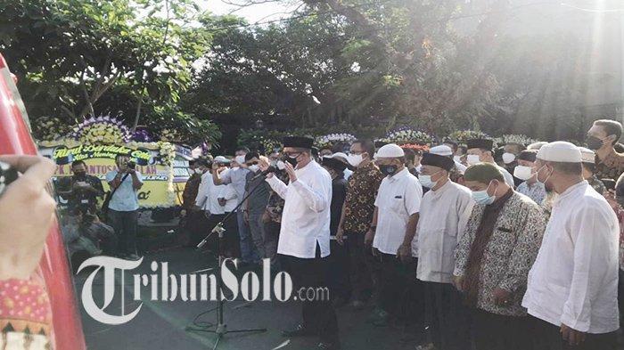 Tak Dimasukkan ke Rumah, Jenazah Santosa Doellah Dishalatkan di Dalam Mobil di Jalan Radjiman Solo