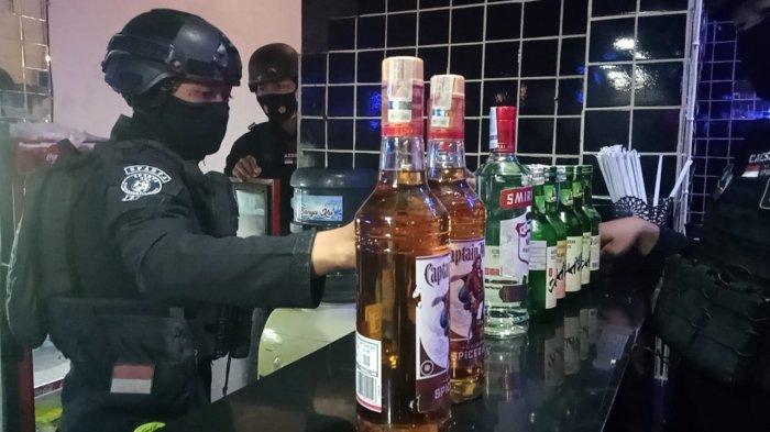Pengunjung Kafe di Solo Ini Nekat Pesta Miras saat Malam Takbiran, Polisi Sita Puluhan Miras