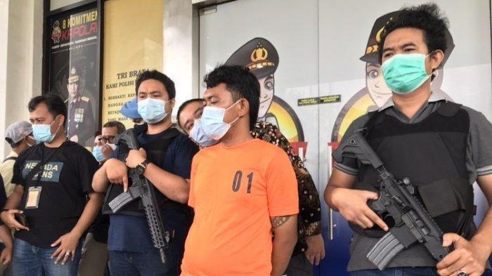 Detik-detik Pembunuhan Sadis Pasutri BSD, Korban Tertipu Ketukan Palsu, Keluar Kamar Dihantam Kapak