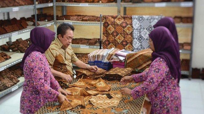 Kisah Sukses Santosa Doellah : Umur 26 Tahun Buat Batik Danar Hadi, Akhirnya Diberi Gelar Empu Batik