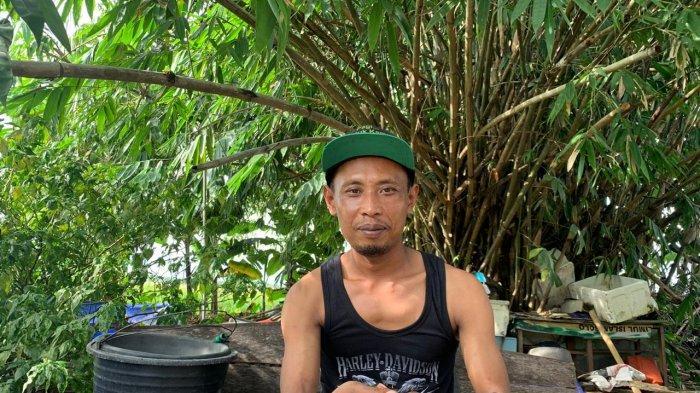Pemilik warung sambal belut Ekstrime Boy 83, Eko Agus Wijayanto (38).