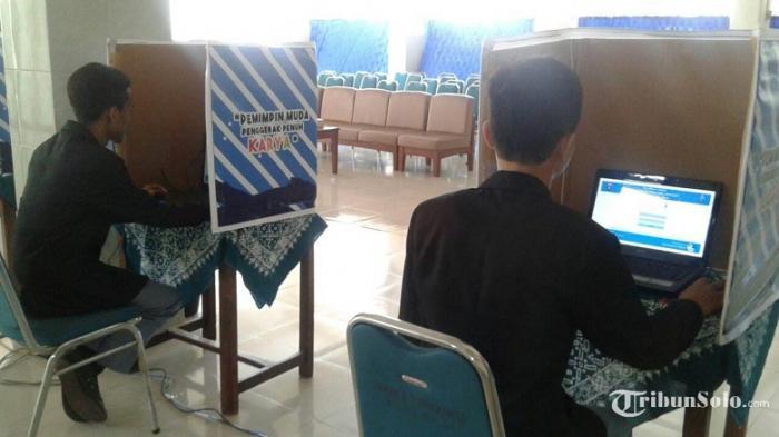 SMAN 3 Solo Lakukan Pemilihan Ketua OSIS Secara E-voting