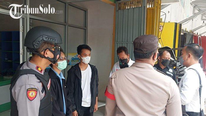 Ketahuan Bawa Spanduk saat Kunjungan Jokowi di UNS Solo, Sejumlah Pemuda Diamankan Polisi