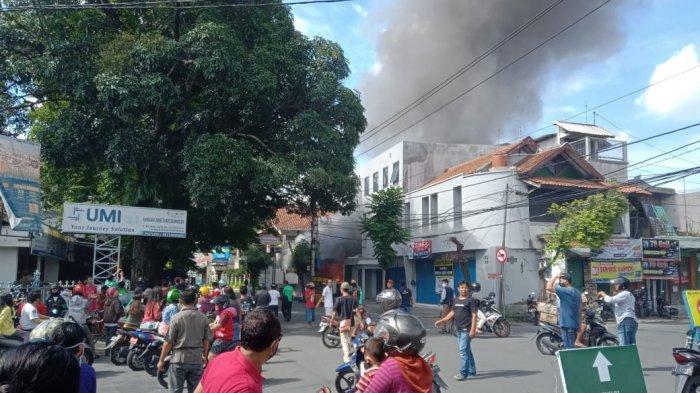 Indomaret Laweyan Terbakar, Arus Lalu Lintas Dialihkan: Simpang Empat Lumbung Batik Ditutup