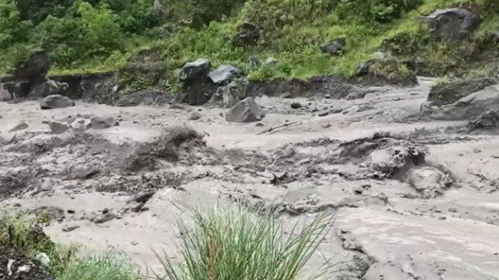 Banjir Lahar Dingin Gunung Merapi Seret Sebuah Motor di Kali Woro, Begini Nasib Pengendaranya