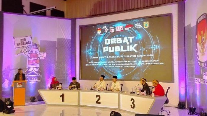 Potret Debat Pilkada Klaten : 3 Paslon Bupati & Wakil Bupati Duduk di Depan Meja Selama Tanya Jawab