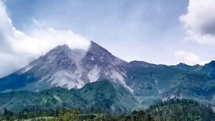 Kondisi Gunung Merapi Kini : Tercatat Ada 13 Kali Guguran, Tetapi Tertutup Kabut