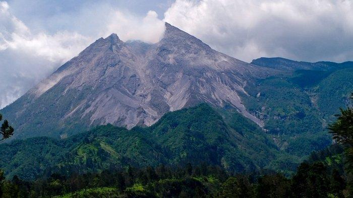 Gunung Merapi Keluarkan Guguran Awan Panas, Tak Ada Kepanikan, Warga Beraktivitas Seperti Biasa