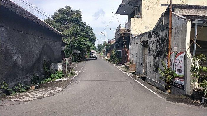 penampakan Jalan Arya Saloka di Desa Gentan, Kecamatan Baki, Sukoharjo, Sabtu (13/2/2021)